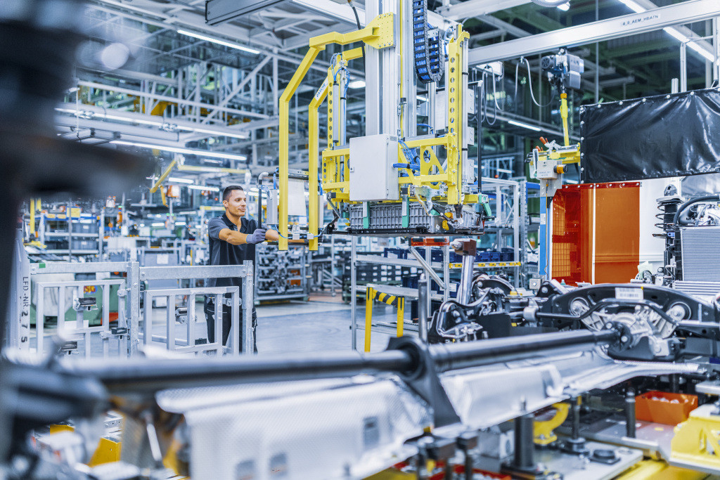 España está perdiendo el tren de la fabricación de baterías: a pesar de la fuerza en coches la UE nos deja fuera del programa