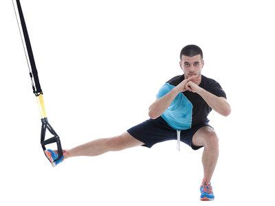 Los mejores ejercicios para fortalecer las piernas con TRX
