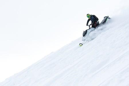Estas motos de nieve eléctricas son unas bestias: 0-100 km/h en 2,9 segundos y hasta 140 km de autonomía
