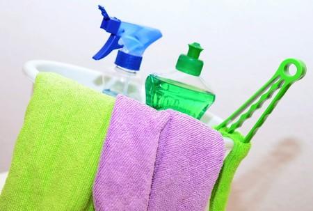 La obsesión por la desinfección en tiempos del coronavirus aumenta las intoxicaciones por la mezcla indebida de productos de limpieza