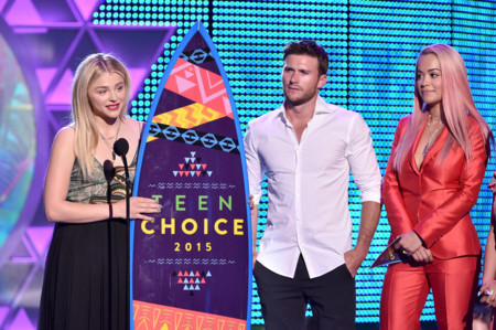 Chloë Grace Moretz y Scott Eastwood en los Teen Choice Awards 2015