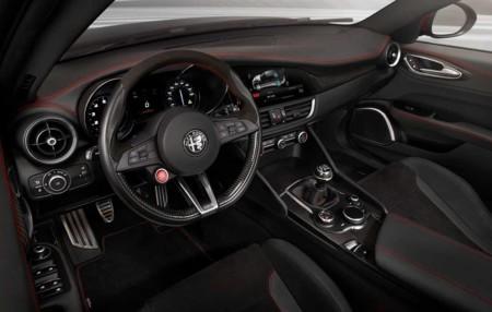 Alfa Romeo Giulia Quadrifoglio 2017 61
