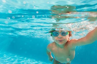 Un ingeniero inventa el agua flotante para evitar ahogamientos en piscinas