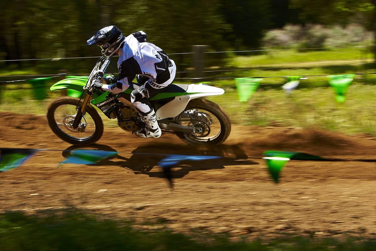 Foto de Nueva Kawasaki KX450F 2013: de la experiencia del AMA Supercross y Motocross a tu garaje (Acción) (39/42)