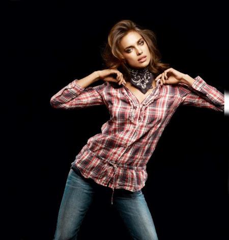 Irina con camisa de cuadros