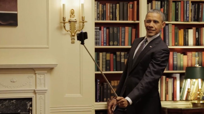 Obama haciéndose una autofoto