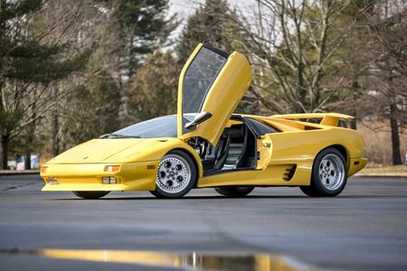 Aquellos locos años 90: 8 de los superdeportivos herederos del Lamborghini Countach que marcaron una época