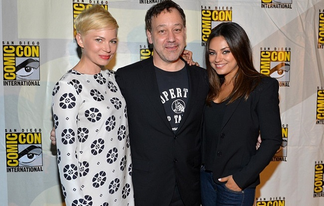 Sam Raimi con Michelle Williams y Mila Kunis en la Comic Con