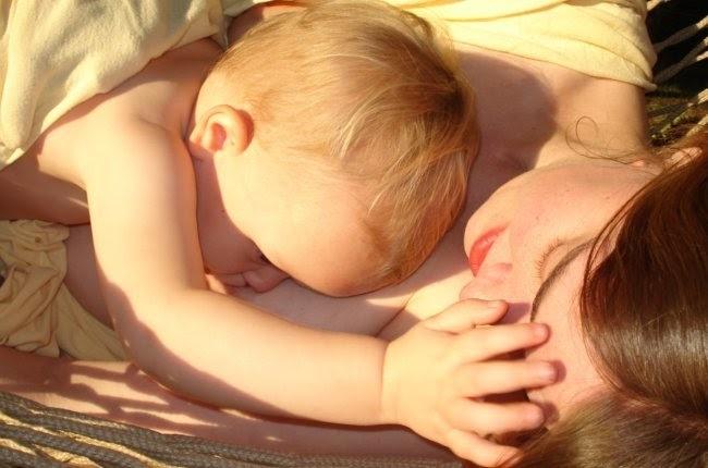 bebé mamando