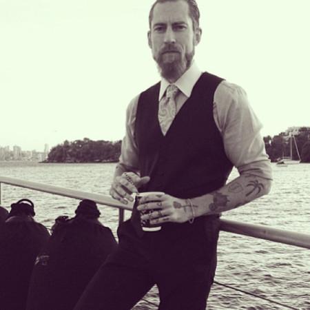 Justin O'Shea hombre barba pareja Veronika Heilbrunner estilo