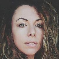 El equipo de Amparo Babiloni: móvil, cámara, ordenador y más