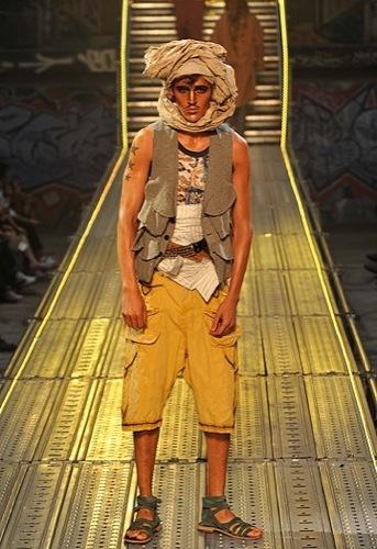 John Galliano, Primavera-Verano 2010 en la Semana de la Moda de París V
