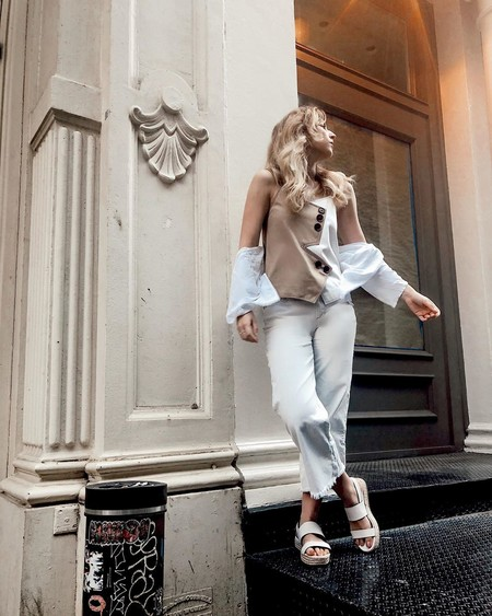 Cómo combinar las sandalias blancas con plataforma para conseguir el perfecto estilo de verano
