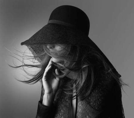 """Habemus el sombrero más sexy del mundo, lo firma Eres y está inspirado en el body """"Honoré"""""""
