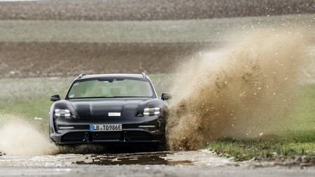 Porsche Taycan Cross Turismo, la nueva versión familiar se estrenará pronto y ya se dejó ver en imágenes