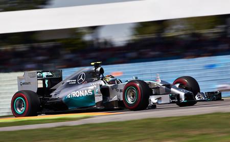 Nico Rosberg y Mercedes dominan una tórrida tercera sesión de entrenamientos libres