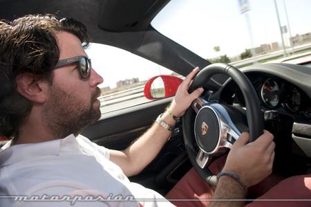 Porsche 911 Turbo conduciendo