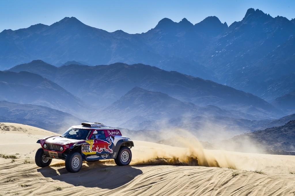 Stéphane Peterhansel gana la etapa por 15 segundos y el Dakar se comprime tras un mal día de Carlos Sainz