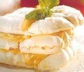 Milhojas de merengue con crema de turrón