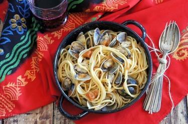 Espaguetis con almejas y anchoas. Receta