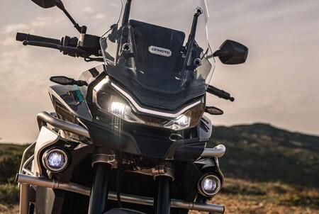 CFMoto 800MT: una trail polifacética inspirada en KTM, con 94 CV y para el carnet A2