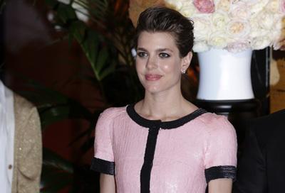 Carlota Casiraghi vuelve a brillar en el Baile de la Rosa, esta vez con Karl Lagerfeld como invitado de lujo