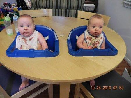 Tunear una mesa de Ikea para hacer una trona doble
