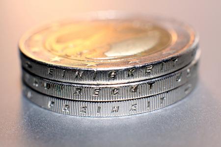 El gobierno español ahora es asesor financiero