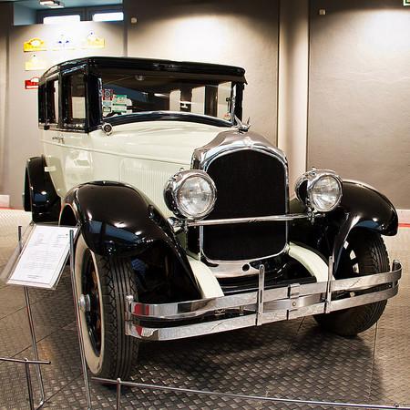 800px Chrysler Imperial Serie 80 01