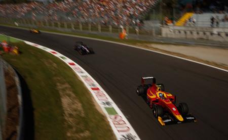 Fabio Leimer se sitúa en primera posición del campeonato y Adrian Quaife-Hobbs se estrena como vencedor
