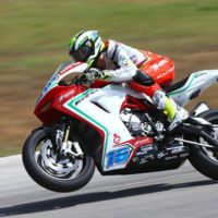 Superbikes San Marino 2015, Jules Cluzel gana en Supersport y aprieta el campeonato