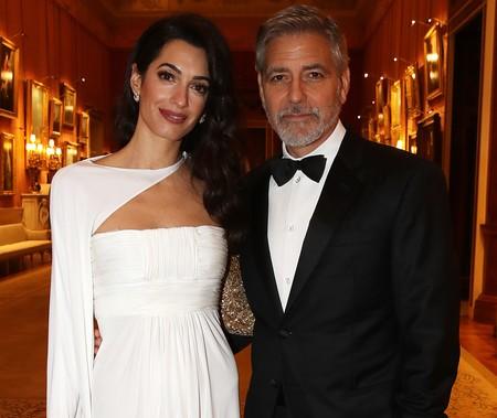 Si alguna vez nos invitan al Palacio de Buckingham, querremos vestir como Amal Clooney