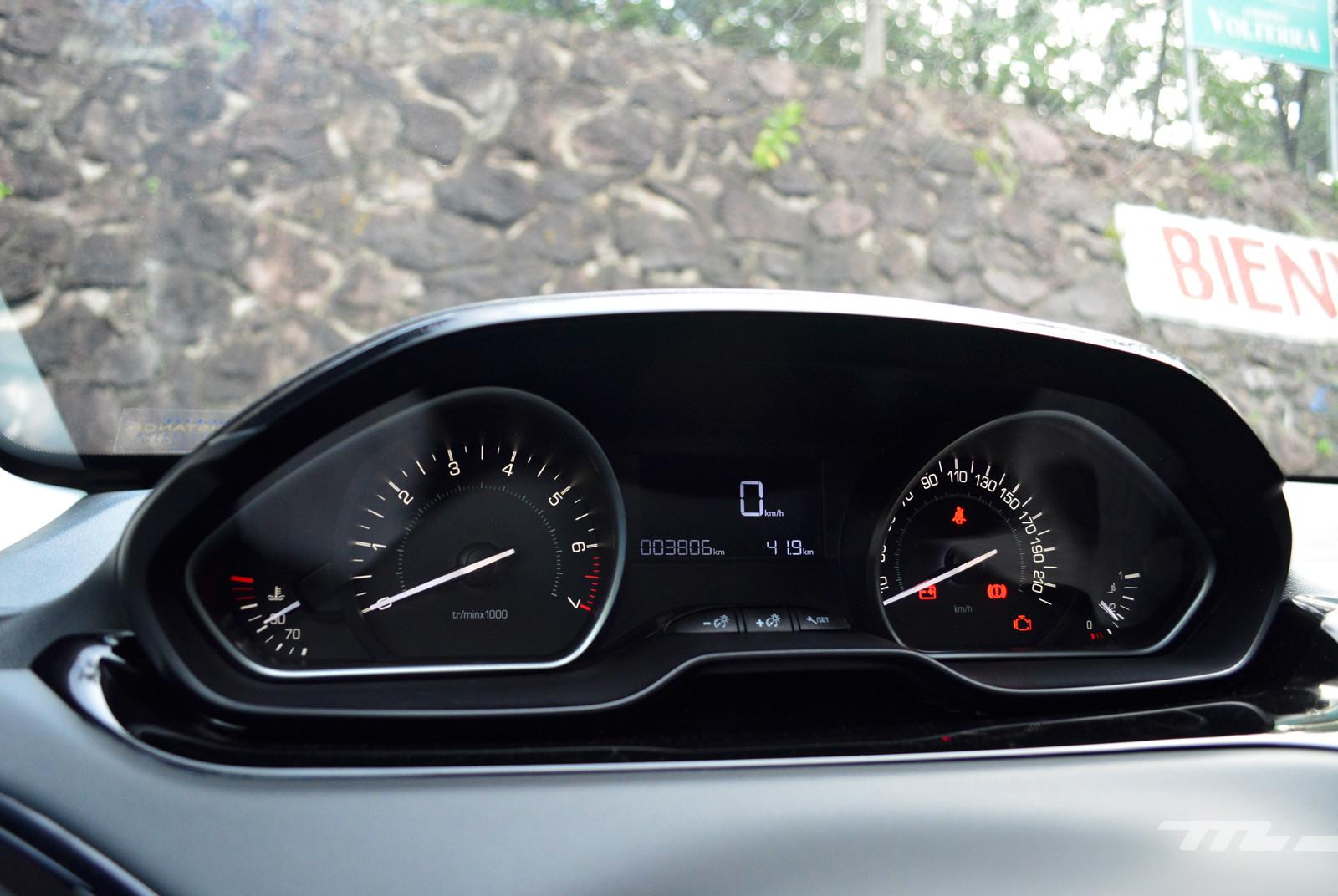 Foto de Peugeot 208 Puretech (14/17)