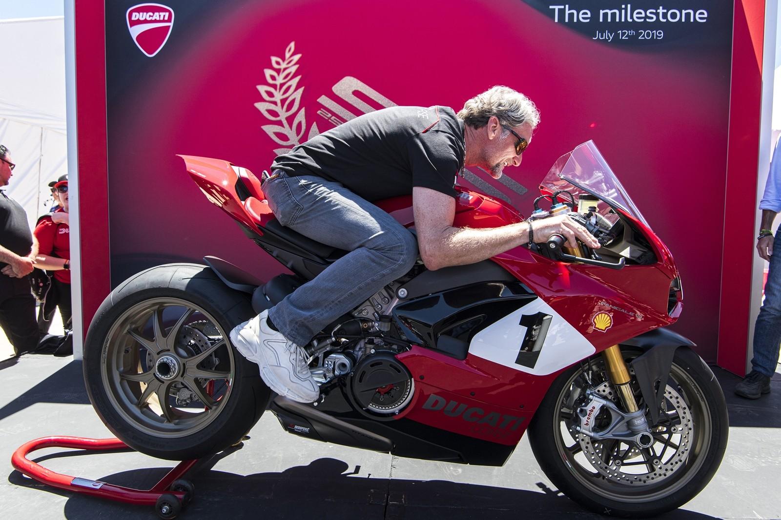 Foto de Ducati Panigale V4 25° Anniversario 916 (35/73)