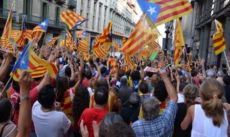 Traslado de empresas y caídas en bolsa: en Cataluña el dinero y la empresa huyen del proceso de secesión