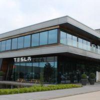 Tesla se reafirma en Europa con su planta de Tilburg y Elon Musk ya habla de casi 1.000 kms de autonomía para 2017