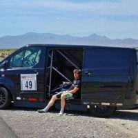 A 320 km/h en carretera abierta con una Ford Transit, la última locura de Guy Martin