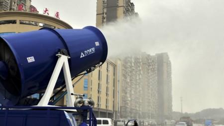 Cañones de niebla son las nuevas armas de China para combatir la polución