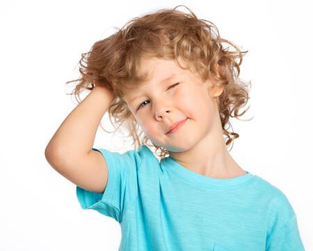 Dermatitis seborreica en niños y adolescentes: por qué se produce picor y descamación del cuero cabelludo y cómo tratarlo