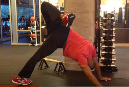 Aprende a realizar scorpion reach para entrenar tu core con animal flow