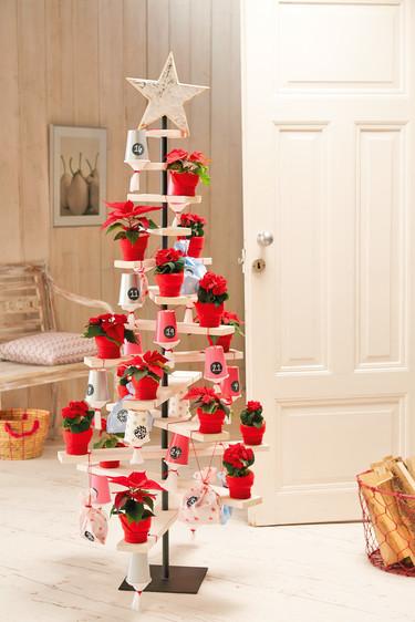 Hazlo tú mismo: un calendario de adviento que también es árbol de Navidad, ¡dos por uno!
