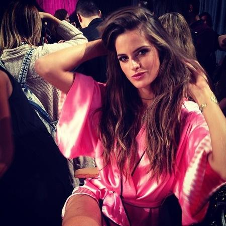 Fotos y más fotos del backstage del desfile de Victoria's Secret... ¡calentando motores!