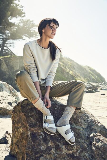Dockers lanza la primera colección de mujer: una cápsula cargada de básicos muy cómodos
