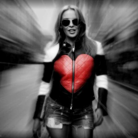 ¡Kylie Minogue is in da haaaus! habemus nueva canción con vídeo incluido