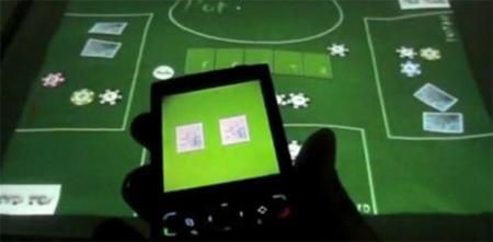 Poker Surface, superficie táctil y teléfonos móviles para una partida de Poker