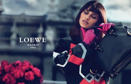 Penélope Cruz sigue encandilando a Loewe en la nueva colección