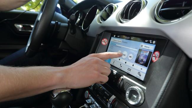 La tecnología nos está volviendo idiotas al volante: 40 segundos de distracción para programar el navegador
