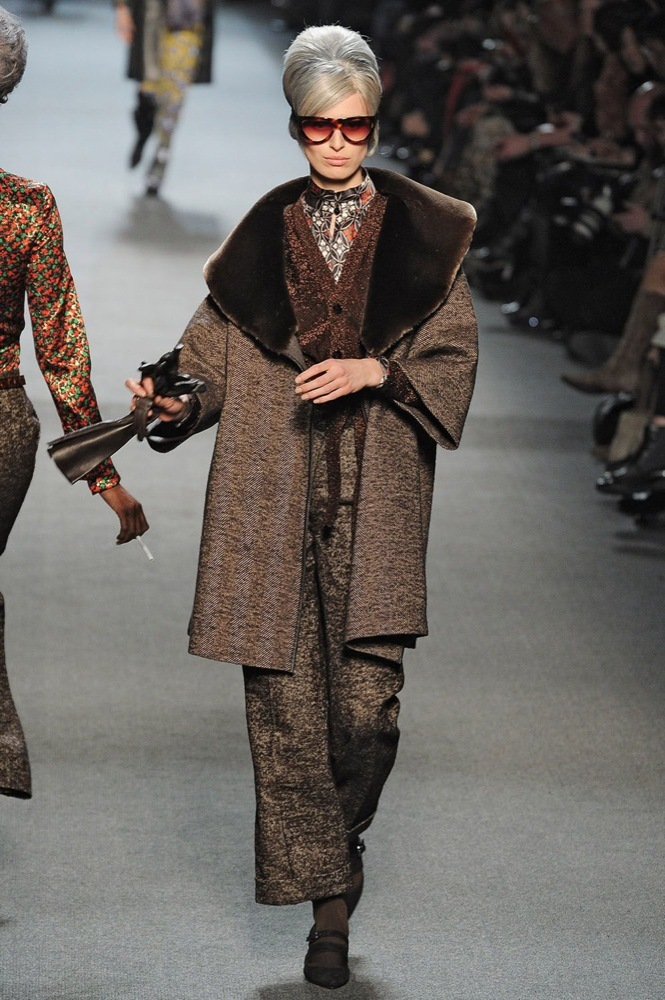 Foto de Jean Paul Gaultier Otoño-Invierno 2011/2012 en la Semana de la Moda de París: el lado sexy del estilo ladylike (9/27)