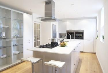 Contraste entre lo tradicional y lo contemporáneo en una cocina de ensueño en Inglaterra