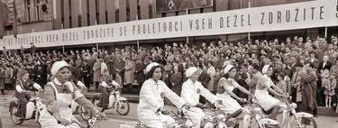 ¿Por qué las mujeres conducen menos motos?